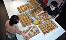 Hơn 2.500 chiếc bánh Trung thu gửi tặng các em nhỏ trong bệnh viện thu dung, dã chiến