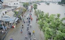 TP Hồ Chí Minh: Triều cường dâng cao, nhiều tuyến đường thành sông
