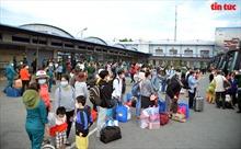 TP Hồ Chí Minh tiếp tục hỗ trợ đưa hàng trăm người dân về quê