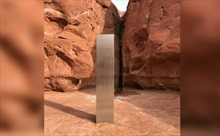 Bí ẩn trụ kim loại cao trên 3m sáng loáng giữa sa mạc Mỹ