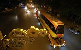 Đoàn xe siêu trường siêu trọng chở các toa tàu Metro về đến Hà Nội