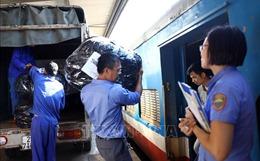 Ngành Đường sắt bắt đầu vận chuyển hàng cứu trợ vào miền Trung