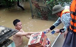 Nỗ lực đưa hàng cứu trợ đến với đồng bào vùng lũ Quảng Bình