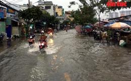 Triều cường dâng cao, nhiều tuyến đường TP Hồ Chí Minh thành sông