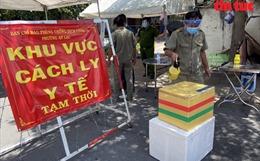 Sát khuẩn toàn bộthực phẩm vận chuyểnvào chung cư Ehome-3 ở TP Hồ Chí Minh
