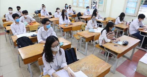 ''Nới lỏng'' quy định về sử dụng điện thoại trong giờ học: Cần định hướng học sinh đúng mục đích