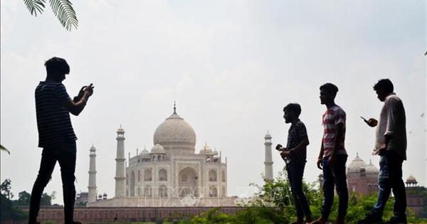 Ấn Độ mở cửa trở lại đền Taj Mahal giữa cao điểm dịch COVID-19