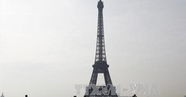 Sơ tán khẩn cấp tại Tháp Eiffel của Pháp