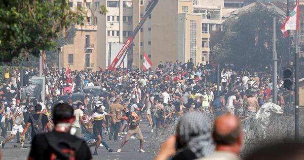 Hàng nghìn người biểu tình tại Liban, chiếm giữ trụ ở Bộ Ngoại giao
