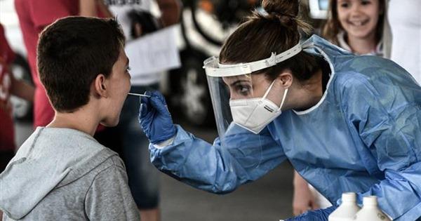 COVID-19 tới 6 giờ sáng 26/9: Thế giới gần 1 triệu ca tử vong; Anh ghi nhận ca mắc mới cao kỷ lục