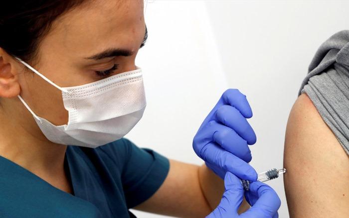 Chỉ 50% người dân Mỹ sẵn sàng tiêm vaccine COVID-19 miễn phí