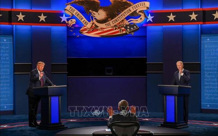 Điều phối viên hứng ''bão chỉ trích'' vì để mất kiểm soát cuộc tranh luận đầu tiên giữa hai ứng viên Trump-Biden